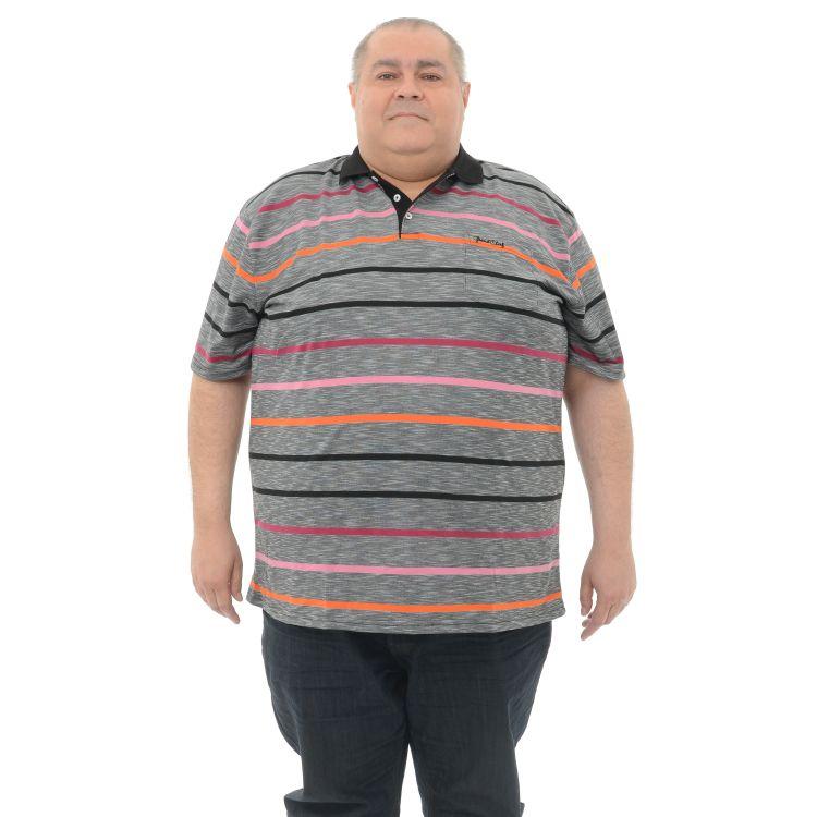 Tinuta masculina de serviciu: blugi, tricou si adidasi